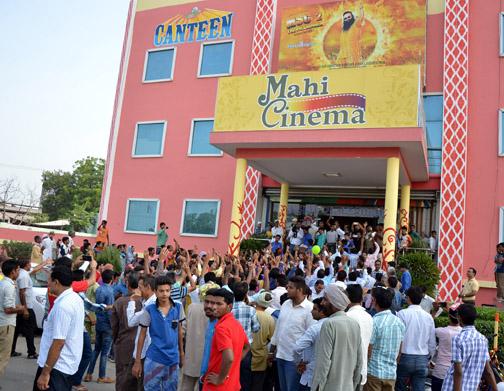 MSG2 Messenger Fans in Mahi Cinema Sirsa