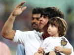 Shahrukh Khan Instructs Abram At Kkr Match