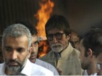 Bollywood Stars And Others Attend Vinod Khannas Cremation Ceremony