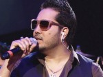 Mika Singh Performs At Home Of Pervez Musharraf Relative Wedding Karachi