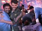 गुरु पूर्णिमा पर ऋतिक रोशन पहुंचे पटना- आनंद कुमार के पैर छूकर लिया आशीर्वाद- शानदार PICS
