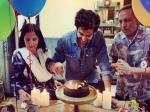 हैप्पी बर्थडे कार्तिक आर्यन- सोशल मीडिया पर वायरल हुई तस्वीरें, मम्मी-पापा के साथ काटा केक