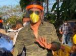 VIDEO 'फिर लौटकर आना' का वादा लेकर सोनू सूद ने किया प्रवासी मजदूरों को विदा, दिल जीत लेगा