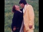 शाहरुख खान को रोमांटिक सॉन्ग के दौरान स्टेप्स सिखातीं सरोज खान- वायरल हुई थ्रोबैक तस्वीर
