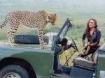 करिश्मा कपूर की गाड़ी पर चढ़ा चीता, देखते ही एक्ट्रेस का उड़ा होश, डरावनी तस्वीरें VIRAL