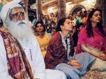 कंगना रनौत ने लिखा हर हर महादेव, जूही चावला के साथ काशी विश्वनाथ मंदिर की तस्वीर
