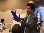 फिल्म सिटी मीटिंग के दौरान उदित नारायण ने योगी आदित्यनाथ के लिए गाया ये गाना- Video वायरल