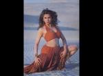 उर्मिला मातोंडकर का 25 साल पुराना विज्ञापन हुआ वायरल, भड़के लोग- रामगोपाल वर्मा ने शांत किया मामला