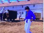 'दीवार' के लुक पर बोले अमिताभ बच्चन, फैशन नहीं मजबूरी थी, शर्ट में बंधी हुई गांठ