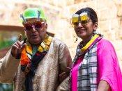 जावेद अख्तर और शबाना आजमी की फनी तस्वीर वायरल- बियर और गिटार वाला चश्मा पहने दिखे