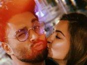 पुलकित सम्राट की गर्लफ्रेंड कृति खरबंदा हुई रोमांटिक, सबके सामने किया KISS, कहा- आई लव यू