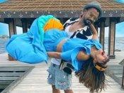 हिना खान को गोद में लिए नजर आए रॉकी जायसवाल, रोमांटिक तस्वीर पर फैंस कर रहें हैं कमेंट!