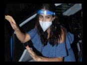 सेल्फी लेने के लिए फैन ने हटाया मास्क तो भड़कीं सारा अली खान- ये तुम क्या कर रहे हो, देखिए VIDEO