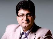 'रघुपति राघव' की प्रामाणिकता बनाए रखें : प्रसून