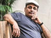 बॉलीवुड के सीनियर अभिनेता पीयूष मिश्रा ने मेरा हाथ पकड़ा और बद्तमीज़ी करने लगे - महिला पत्रकार