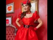लाल कपड़ों में तैयार हुईं सनी लियोन, हॉट एंड ग्लैमरस- फैंस ने कहा- 'फूलों से ज्यादा खूबसूरत हो आप'