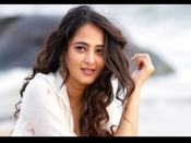 बाहुबली की देवसेना अनुष्का शेट्टी रियल लाइफ में हैं बहुत हॉट, ये PICS करती हैं ग्लैमरस अंदाज को बयां