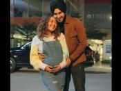 प्रेग्नेंट हैं सिंगर नेहा कक्कड़, बेबी बंप के साथ पति रोहनप्रीत संग शेयर की खुशखबरी- देंखे PHOTO