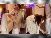 अंकिता लोखंडे ने बॉयफ्रेंड विक्की जैन के छुए पैर, शादी से पहले ही भर ली अपनी मांग- VIDEO वायरल