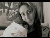 अंतर्राष्ट्रीय महिला दिवस: करीना कपूर ने शेयर की अपने छोटे बेटे की पहली तस्वीर- बेहद क्यूट