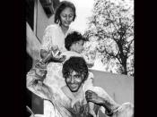 अमिताभ बच्चन ने जया बच्चन और अभिषेक के साथ शेयर की होली की प्यारी सी तस्वीर, फैंस को दी शूभकामनाएं