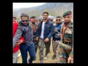 उरी बेस कैंप जाकर विकी कौशल ने भारतीय सेना के लिए बोली इतनी बड़ी बात, फोटो में देखिए सबसे बड़ा सम्मान