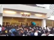 'मुंबई सागा' देखने के लिए थियेटर के बाहर उमड़ी भीड़, शिल्पा शेट्टी के पति ने मारा ताना- 'कोविड फ्री!'- VIDEO