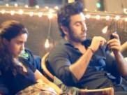 Leaked PICS: गुस्से में बैठी हैं आलिया भट्ट और अपने फोन में व्यस्त हैं रणबीर कपूर!