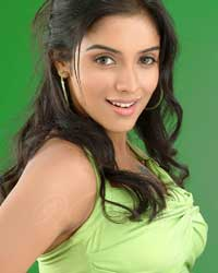Ghajini actress Asin