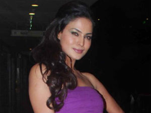 Veena Malik to make her Bollywood debut