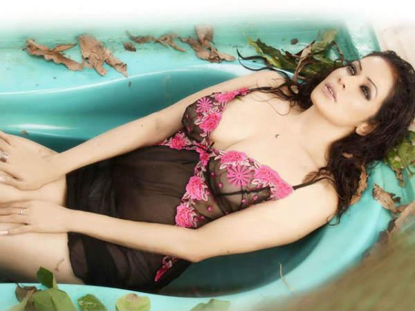 Bollywood beauties in water, Photo Feature- बॉलीवुड ब्यूटी इन वॉटर - Hindi  Filmibeat