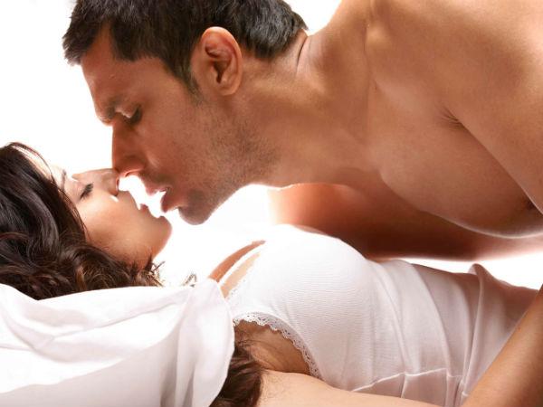 <strong>Pics: सेक्स के भूखे भारतीयों के लिये महेश भट्ट की फिल्में</strong>