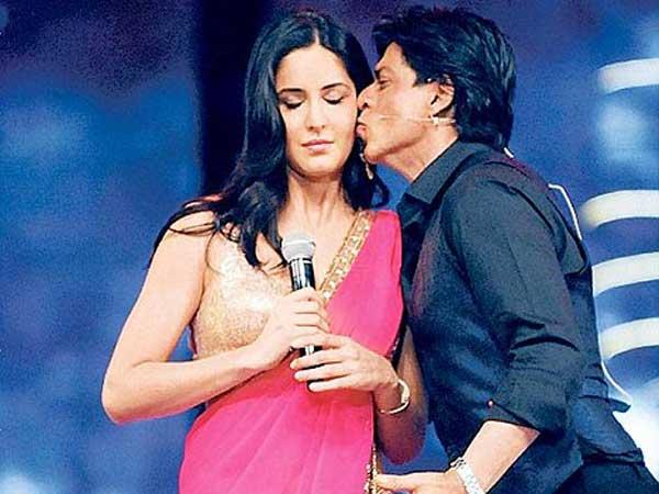 <strong>Pics: कैटरीना को किस करने में देर नहीं करते शाहरुख</strong>