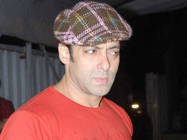 Salman Khan angry on customer service of Range Rover