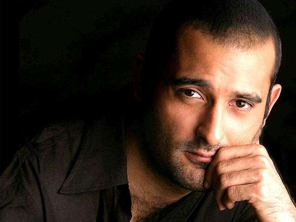Couple quizzed over Akshaye Khanna's complaint of cheating