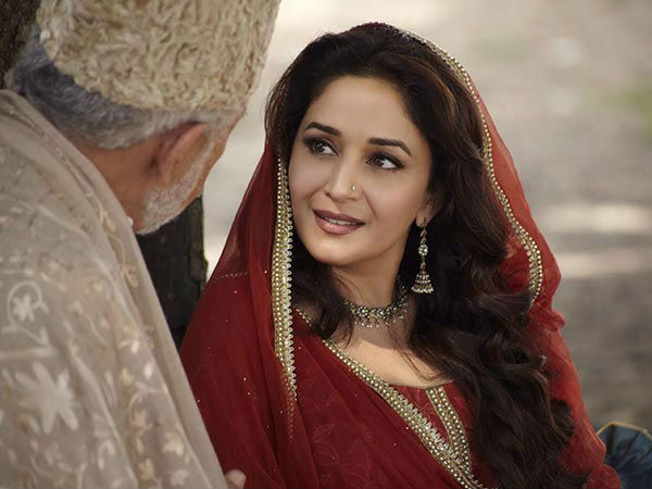 'Dedh Ishqiya' team set to put best foot forward on Facebook