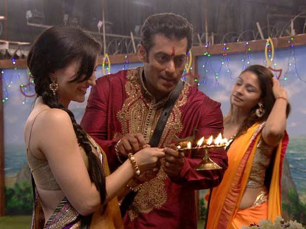 Salman Khna celebrated Diwlai with Bigg Boss contestants