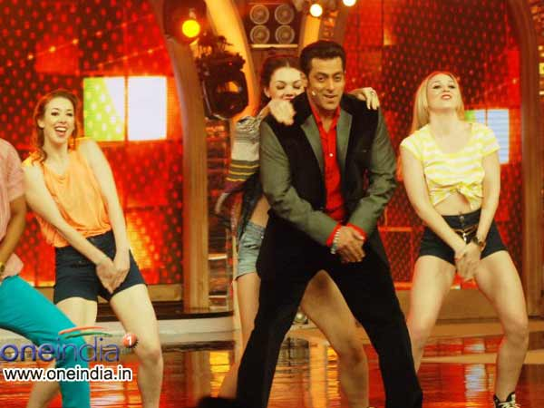 Bigg Boss 7 participants come to get love says Salman