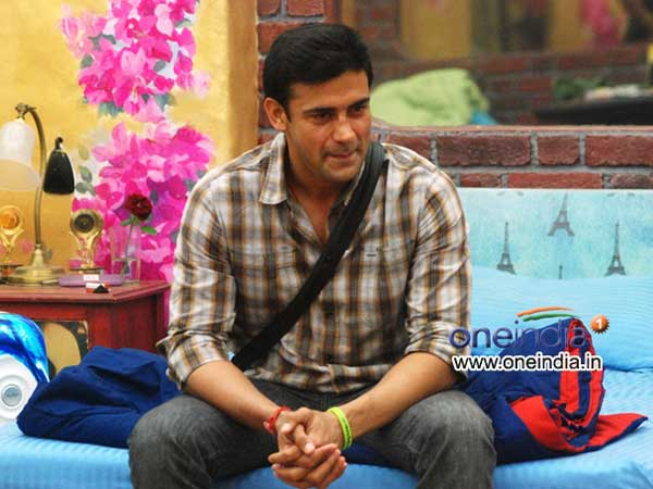 Sangram Singh has become first finalist of Bigg Boss 7