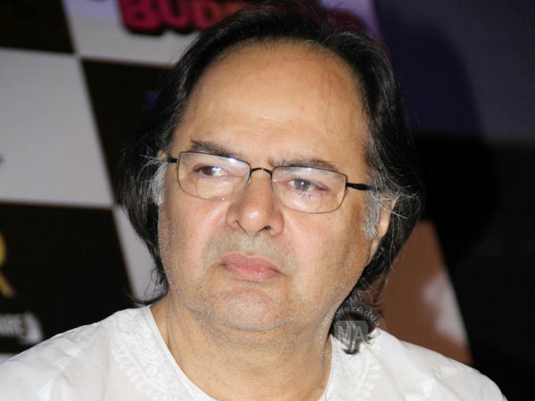 Bollywood celebrities Break Down At Farooque Sheikh's Funeral