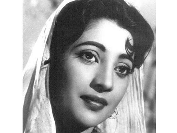 Without Kiss and Intimate Scenes Suchitra sen became Hot said Bengali film industry.She was a power woman who ruled the Bengali film industry and became the undisputed Number 1.