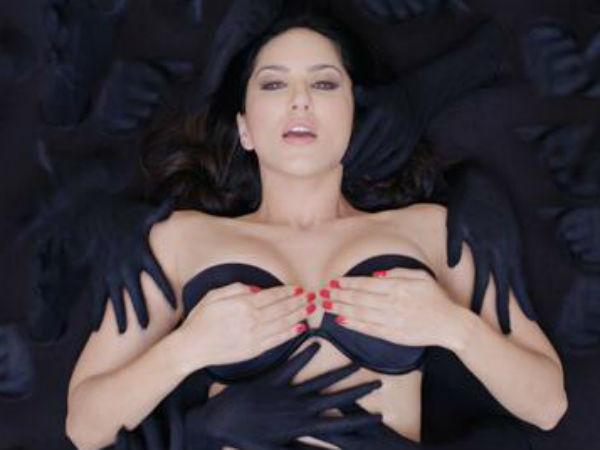 Without dress Sunny Leone in 'Ragini MMS 2' new poster