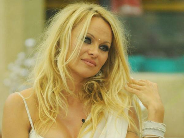 Pamela Anderson strips for video with dog