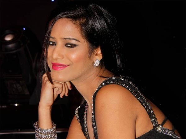 Poonam Pandey turns 23- Cricket lover hates clothes