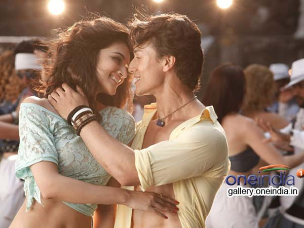 Tiger Shroff and Kirti kissed each other in Heropanti
