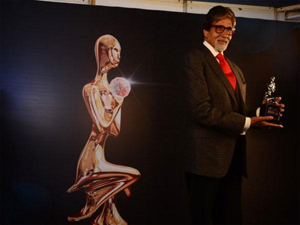 Amitabh presents scholarship to Indian in Melbourne