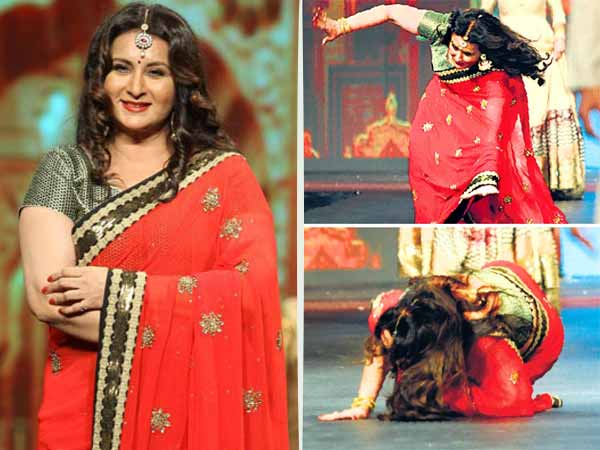Poonam Dhillon fell down during fashion show on ramp