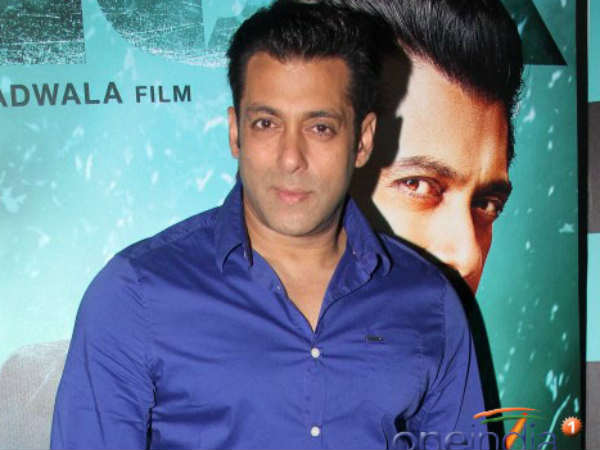 Salman Khan showed respect to the photographers who banned him