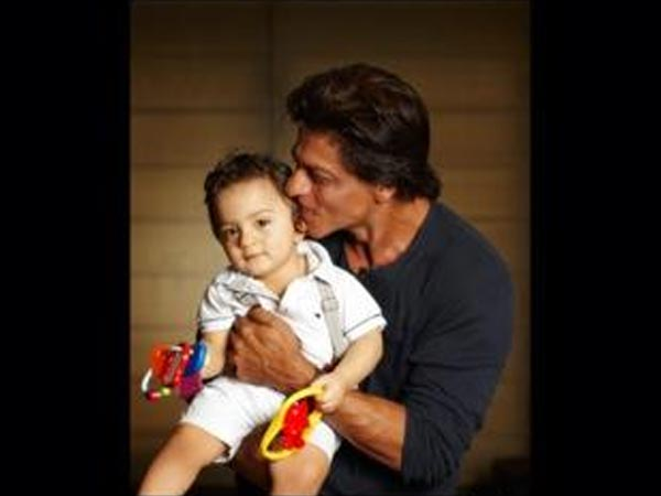 Papa Shahrukh Khan totally obsessed with AbRam: Gauri khan