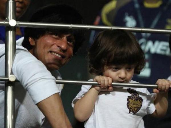 Cute Picture पापा शाहरुख संग खेलते अबराम